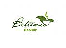 Teeblätter mit Tasse Tee